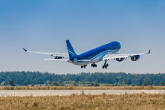 Airbus A340-500 Azerbaijan Airways takes off from Domodedovo Stock Photography