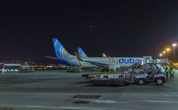 Airbus Boeing 737 των εμιράτων στον αερολιμένα του Ντουμπάι, ενωμένος αραβικός εμίρης Στοκ εικόνες με δικαίωμα ελεύθερης χρήσης