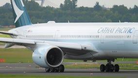 Airbus A350 che rulla a Dusseldorf video d archivio