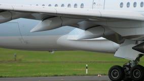Airbus A350 che rulla a Dusseldorf archivi video