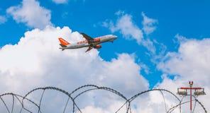 Airbus A320 d'EasyJet a enregistré le vol de HB-JXC au-dessus de Nantes Atl Photographie stock
