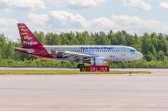 Airbus A319 da libré de Czech Airlines - voe à cidade da mágica, aeroporto Pulkovo, Rússia St Petersburg 4 de junho de 2018 Imagens de Stock
