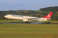 Airbus A330 de la línea aérea turca imágenes de archivo libres de regalías