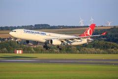 Airbus A330 de la línea aérea turca fotos de archivo