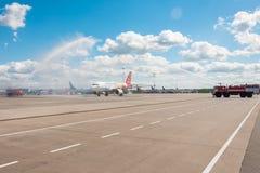 Airbus A319 de la librea de Czech Airlines - vuele a la ciudad de la magia, aeropuerto Pulkovo, Rusia St Petersburg r Fotos de archivo libres de regalías