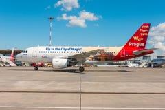 Airbus A319 de la librea de Czech Airlines - vuele a la ciudad de la magia, aeropuerto Pulkovo, Rusia St Petersburg r Imagen de archivo