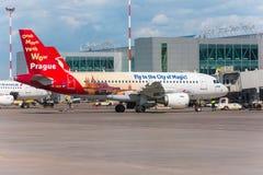 Airbus A319 de la librea de Czech Airlines - vuele a la ciudad de la magia, aeropuerto Pulkovo, Rusia St Petersburg r Imagenes de archivo