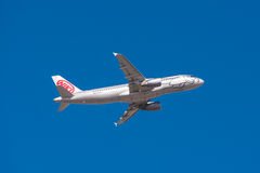 Airbus A 320 de Niki Airlines décolle de l'aéroport du sud de Ténérife le 30 janvier 2016 Photo stock
