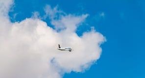 Airbus A320 de Nouvelair a enregistré le vol de TS-INR au-dessus de Nantes A Photographie stock libre de droits