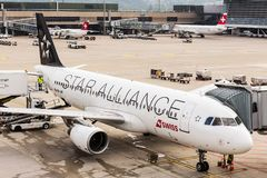 Airbus A320 de Star Alliance à l'aéroport de Zurich Image stock