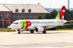 Airbus A 319 - 111 de TAP Portugal sur l'aéroport Photos stock