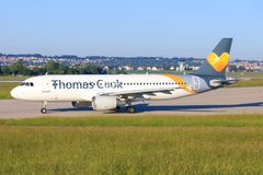 Airbus A320 de Thomas Cook images stock