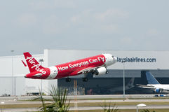 Airbus A320 decola Imagens de Stock Royalty Free