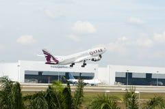 Airbus A330 decola Fotos de Stock Royalty Free