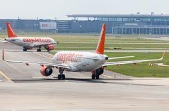Airbus A 320 - 214 do easyJet no aeroporto Imagem de Stock