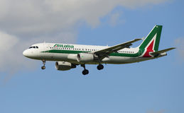Airbus A320 (EI-DTN) Alitalia before planting Royalty Free Stock Image