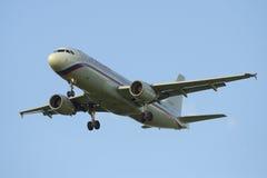 Airbus A320-214 (EI-EYS) da linha aérea Rússia antes de aterrar no aeroporto de Pulkovo Fotografia de Stock