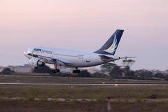Airbus A310 en acercamiento final Imágenes de archivo libres de regalías
