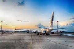 Airbus A380 en el aeropuerto Imagen de archivo