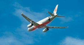 Airbus A320 en vuelo Imagen de archivo libre de regalías