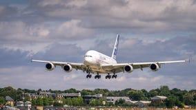 Airbus A380 en vuelo Foto de archivo libre de regalías