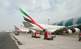 Airbus A380 entrado no aeroporto de Dubai Imagens de Stock