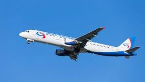 Airbus grande A321 Ural Airlines voa Imagem de Stock Royalty Free