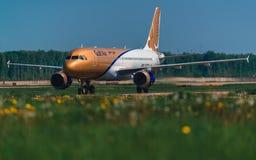 Airbus 320 Gulf Air-Fluglinien, die am Schutzblech besteuern Stockfotos