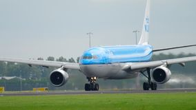 Airbus 330 KLM αναχώρηση απόθεμα βίντεο