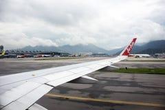 Airbus-Landung auf Rollbahn bei Hong Kong International Airport in Hong Kong China lizenzfreies stockbild