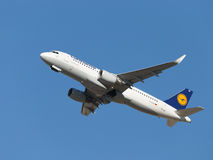 Airbus A320-214 large aircraft Lufthansa Royalty Free Stock Image