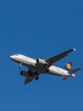 Airbus A319-100, linhas aéreas de Lyufthansa Fotos de Stock Royalty Free