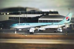Airbus A330-223 - linhas da NC 1393-HL8276 Korean Air Imagens de Stock