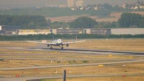 Airbus 340 της Lufthansa που προσγειώνεται απόθεμα βίντεο