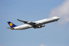 Airbus A340 Lufthansa Imagens de Stock Royalty Free