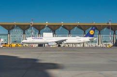 Airbus a320 Lufthansa, aeroporto Pulkovo, Rússia St Petersburg maio de 2017 Imagens de Stock