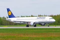 Airbus a320 Lufthansa, Flughafen Pulkovo, Russland St Petersburg im Mai 2017 Lizenzfreies Stockfoto