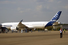 Airbus A350 an MAKS-internationalem Luftfahrtsalon Stockbilder