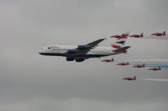 Airbus A380 mit roten Pfeilen lizenzfreies stockbild