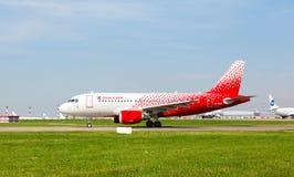 Airbus A319 move-se na pista de decolagem Imagem de Stock Royalty Free