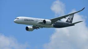 Airbus A350-900 na exposição aérea em Singapura Airshow Imagens de Stock