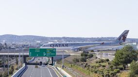 Airbus A-330-302 na ponte ao aeroporto, Grécia Fotos de Stock Royalty Free
