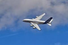 Airbus A380 no desfile aéreo em um airshow BRITÂNICO Fotografia de Stock