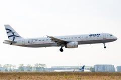 Airbus A321-231 - 1433, operado pela aterrissagem de Aegean Airlines imagens de stock royalty free