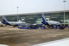 Airbus A320 operou-se pelo índigo no aeroporto internacional de Kolkata Fotos de Stock Royalty Free