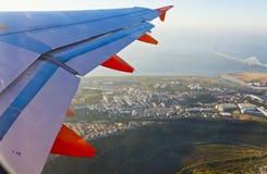 Airbus A320 operou-se por voos de EasyJet sobre Lisboa Fotos de Stock Royalty Free