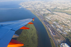 Airbus A320 operou-se por voos de EasyJet sobre Lisboa Fotos de Stock