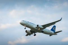 Airbus A320 P4-KBE da linha aérea Air Astana Imagens de Stock Royalty Free