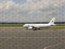 Airbus A320 pendant le taxi à Ostrava Photo libre de droits