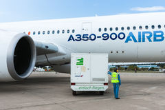 Airbus A350-900 prepara-se para um voo da demonstração Imagem de Stock